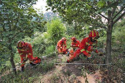 驴友在北京凤凰岭失联 百人搜救七天仍未找到踪迹
