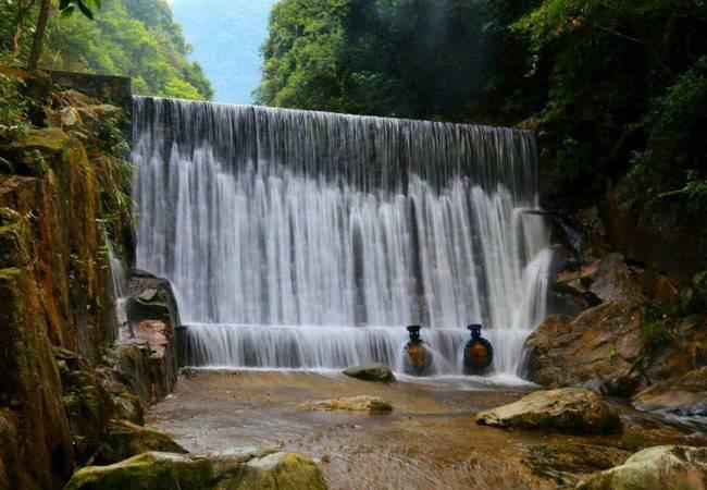 長生谷溯溪看瀑布