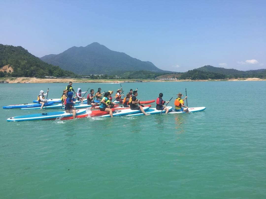 五五戶外-【網紅輕奢體驗】河源萬綠湖水上新玩法皮劃艇&SUP槳板一日游