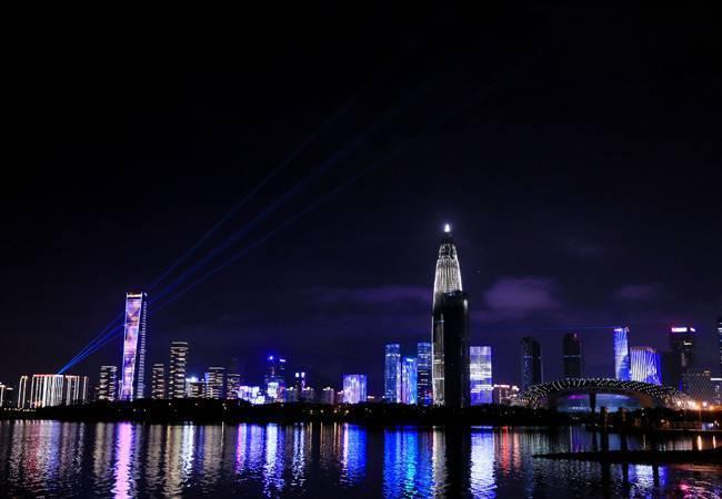 五五戶外深圳灣百人熒光夜徒