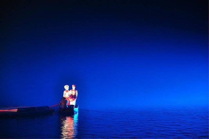 """""""印象劉三姐是實景水上演出,不得不說整個氣氛還是很贊的。這個燈光效果很適合玩失焦_印象劉三姐""""的評論圖片"""