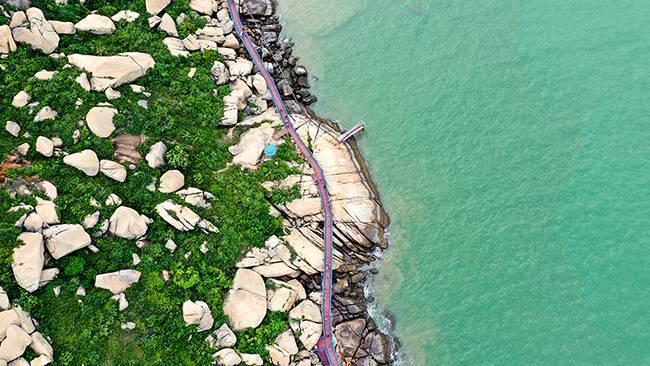 五五户外广东小希腊浪漫悠闲海边栈道、观奇石、海景、地中海风格建筑