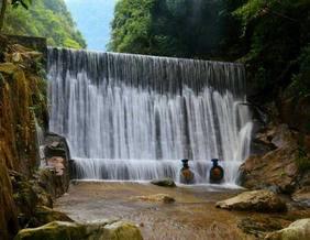 长生谷溯溪赏瀑布